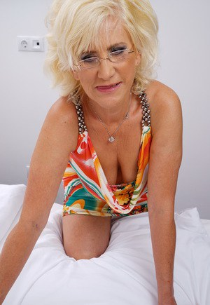Granny Sex Dating Mature Women Hot Grannies looking for GILF