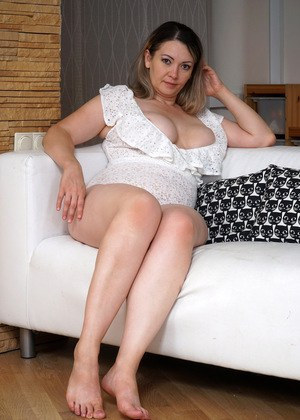 Mature clit cream pie