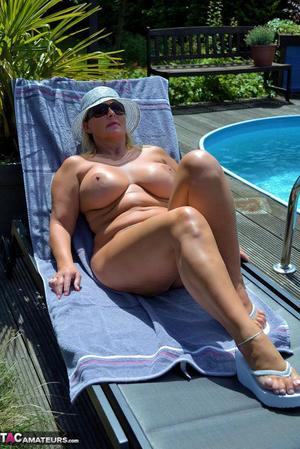 Mom In Pool Porn