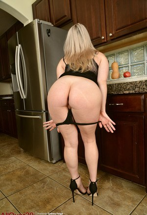 Big Ass Mom Porn